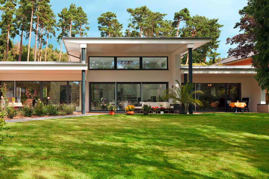 breit aufgestellt bungalows livvi de. Black Bedroom Furniture Sets. Home Design Ideas