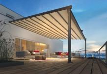 Die reißfeste, licht- und regendichte PVC-Bespannung kann wie ein Cabrio nach Belieben geöffnet und geschlossen werden.