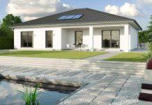 KfW-40-Effizienzhaus: La Rochelle WL 40 mit Walmdach und 140,38 m² Raumgrundfläche ausstattungsfertig ab 224.000 Euro.