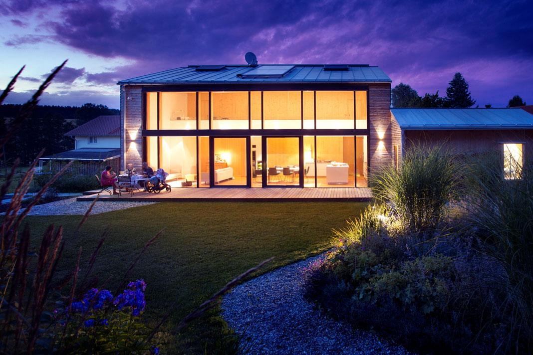 Bodentiefe Fenster bieten atemberaubende Ausblicke und ...