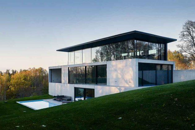 Glasfassade mit bodentiefen Fenstern