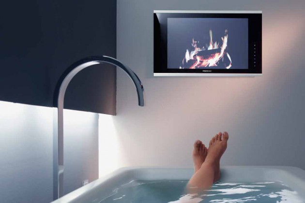 """speziell fürs Bad entwickelten Produkte – Soundsystem, MP3- Dockingstation und der wasserdichte Fernseher """"Waterscreen 02"""" – verwandeln das Bad in ein Entertainmentcenter."""