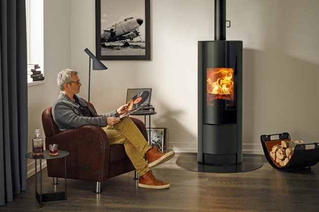 Design ohne Ecken und Kanten. Optional drehbar, für einen ungehin- derten Blick auf die Flammen.