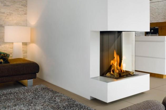 Das Feuer des Gaskamins kommt dem eines echten Holzfeuers erstaunlich nahe.