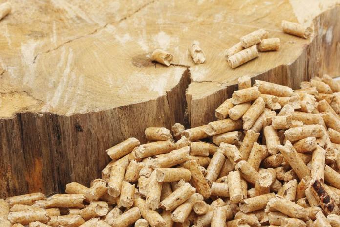 Heizen mit Holz und Pellets