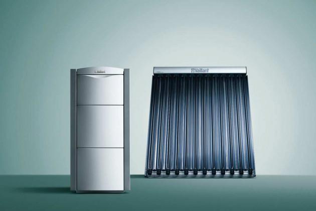 Duo aus Gas-Brennwertkessel mit Speicher und Vakuumröhren-Kollektoren.