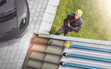 Wenn man einen Gas-Brennwertkessel als Heizung hat, braucht der Unterstützung durch eine Solaranlage. Und da sollte es nicht die Minimallösung sein, denn die Sonne kann die Heizkosten deutlich drücken.