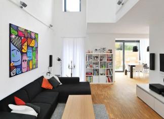 Unsichtbar in den Wänden des Hauses versteckt, sorgen Wandflächen-Temperierungssysteme im Sommer wie im Winter für Behaglichkeit im Wohnzimmer.