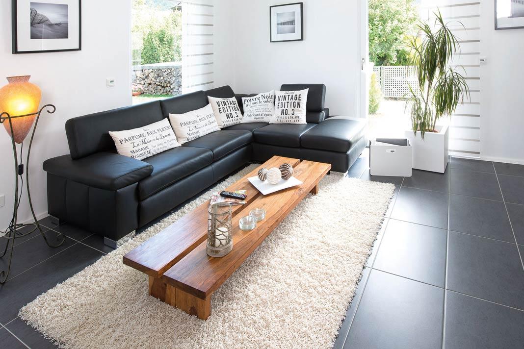 schwarze couch gallery of riesige fenster im feng shui. Black Bedroom Furniture Sets. Home Design Ideas