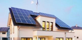 Photovoltaikanlage unterstützt ein Kleinwindrad