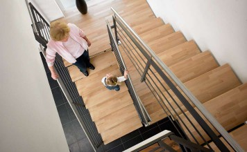 Geinsam mit dem Bauherrn und seinem Architekten erarbeiten die Treppenfachleute die optimale Treppenlösung für die neue Raumerschließung.