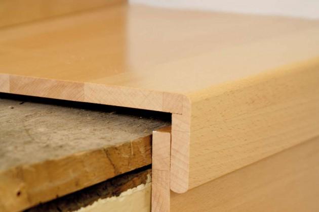 Mit hochwertigen Stufenbelägen lässt sich eine alte Holztreppe genauso aufmöbeln wie eine alte Betontreppe. Im Bild die Ausführung mit einer Massivholzplatte.
