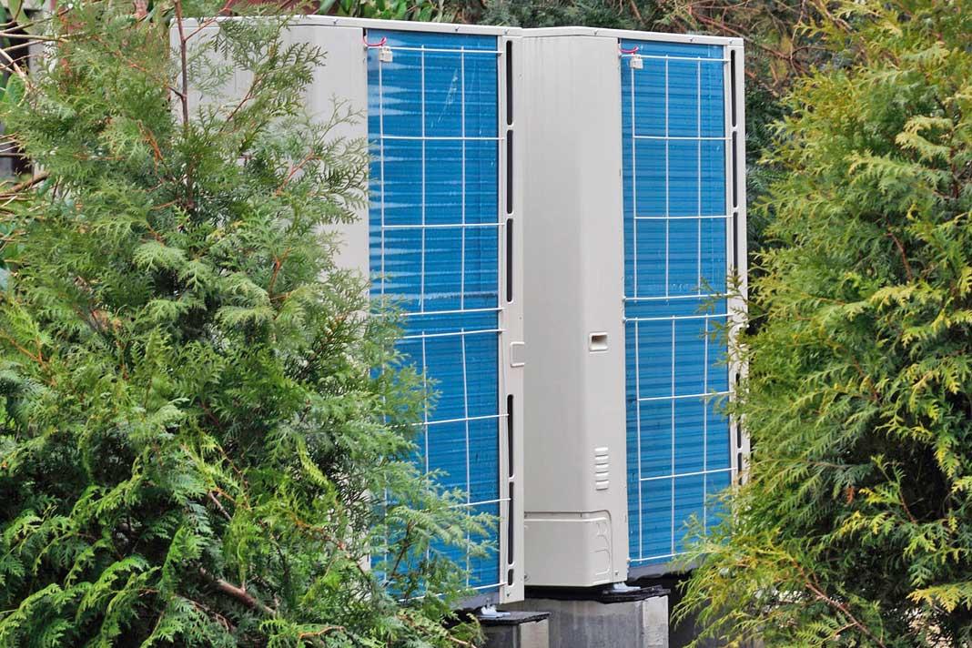 Bei größeren Gebäuden können die Geräte in Kaskade geschaltet werden, um den Bedarf ohne Einsatz eines weiteren Wärmeerzeugers zu decken. Foto: Mitsubishi Electric
