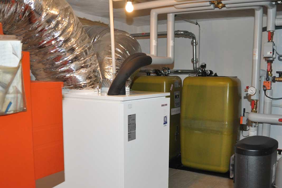 Zusammenspiel von Ölkessel und Luft-Wärmepumpe
