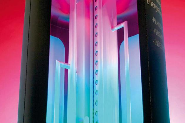 Das patentierte Schichtsystem sorgt dafür, dass der Speicherinhalt durch den Wasser- zustrom nicht verwirbelt, sondern nach unterschiedlichen Temperaturniveaus sortiert wird.