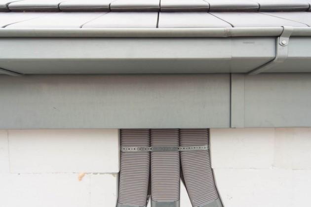 Die Hälfte der flachen Luftverteilrohre wurden platzsparend in der unteren Schicht der Außendämmerung verlegt.