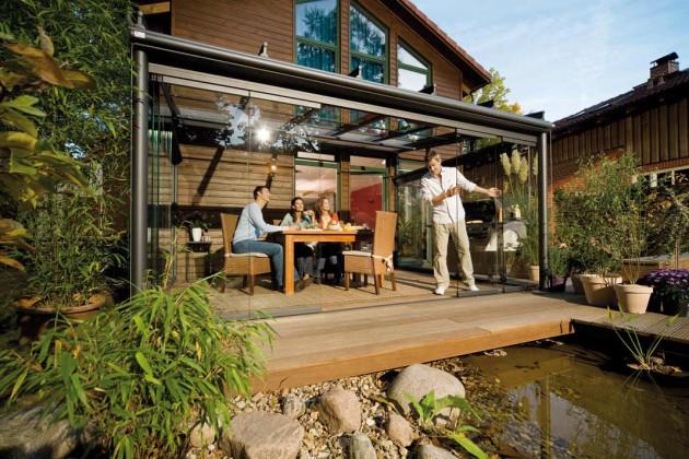 Terrasse mit seitlichen Glaselementen