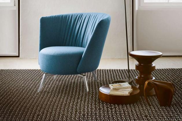 Kite aus der Feder des Schweizer Designers This Weber verbindet die runde Lässigkeit eines Lounge-Sessels mit hohem Sitzkomfort und hochwertigen Materialien.
