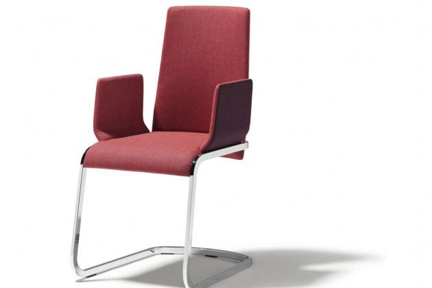 Ein graziles Sitzgestell und eine anmutige Lehne geben dem Freischwinger f1 seine leichte, beschwingte Ausstrahlung. Er kann mit unzähligen Leder- und Stofffarben die Wohnwelt bereichern.