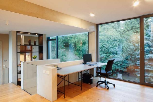Raumhohe Fensterverglasung mit optimalem Sonnenschutzsystem