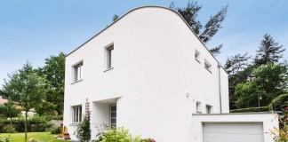 Haus mit runder Ecke.