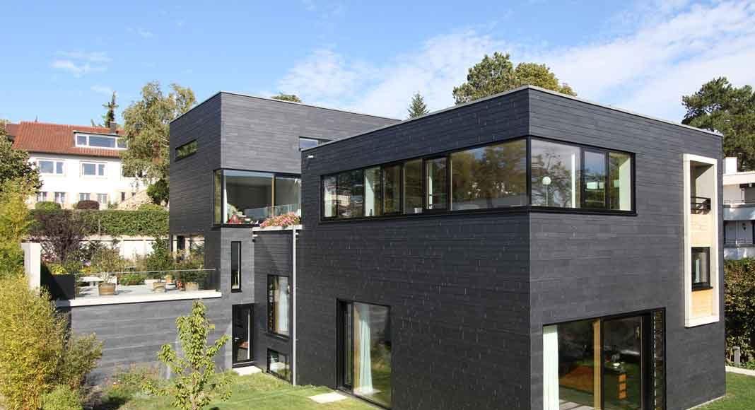 Schieferfassade in dunklem Schwarz am Kubushaus