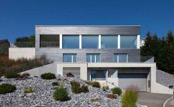 Villa mit Natursteinfassade aus Schiefer