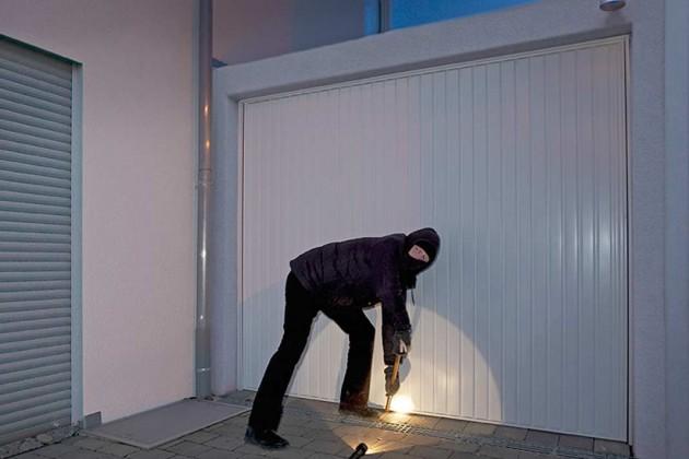Warnleuchte und Alarmsirene verjagen Einbrecher.