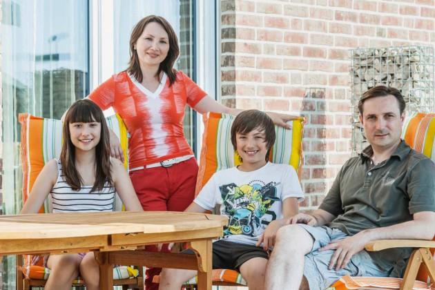 Thomas und Sandra Ruoffmit den beiden Kindern.