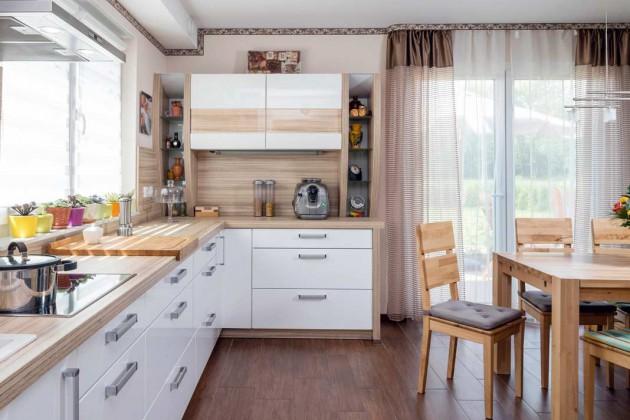 Küche aus hellem Holz