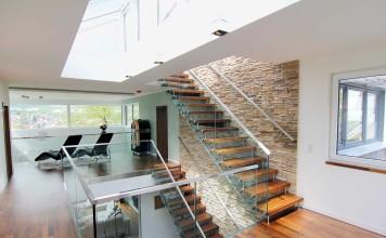 Galerie und Treppe