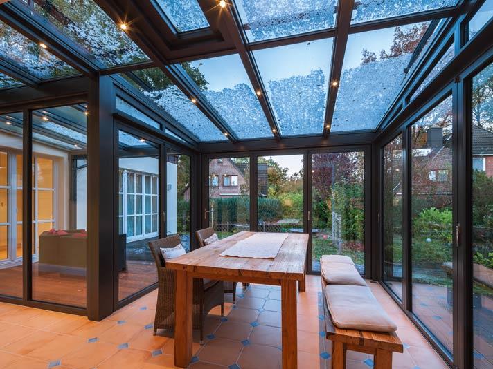der perfekte essplatz im wintergarten livvi de. Black Bedroom Furniture Sets. Home Design Ideas