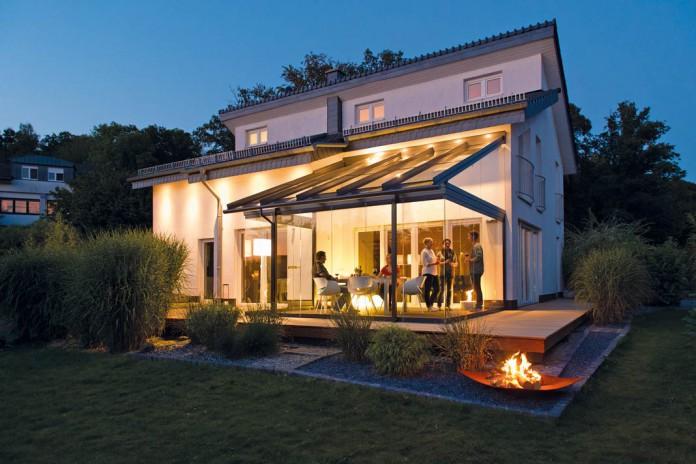 Nachträglicher Anbau eines Glashauses.