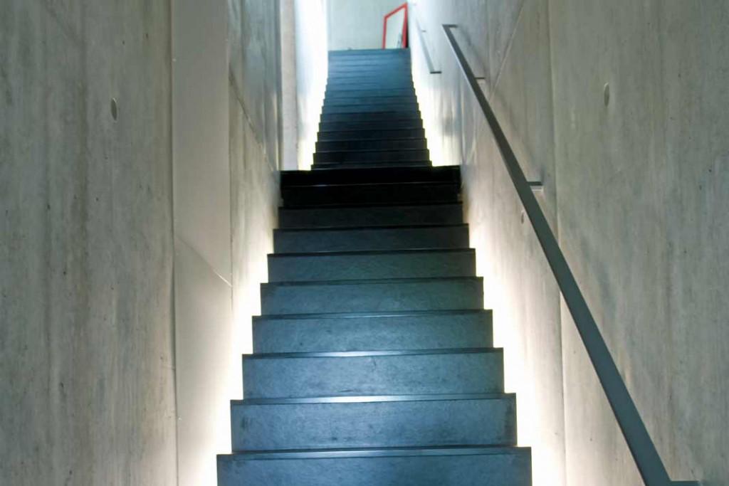 Alle drei Geschosse werden über die Treppe an der nördlichen Längsseite erschlossen.Foto: Kobiela