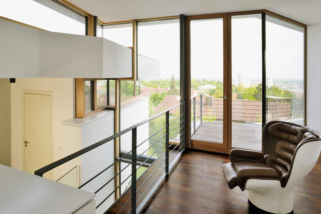 modernes hanghaus weckt neugierde livvi de. Black Bedroom Furniture Sets. Home Design Ideas