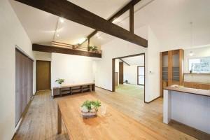 Essbereich in hellem Holz.