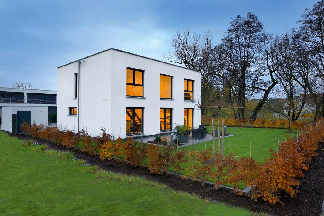 Kubushaus in weiß