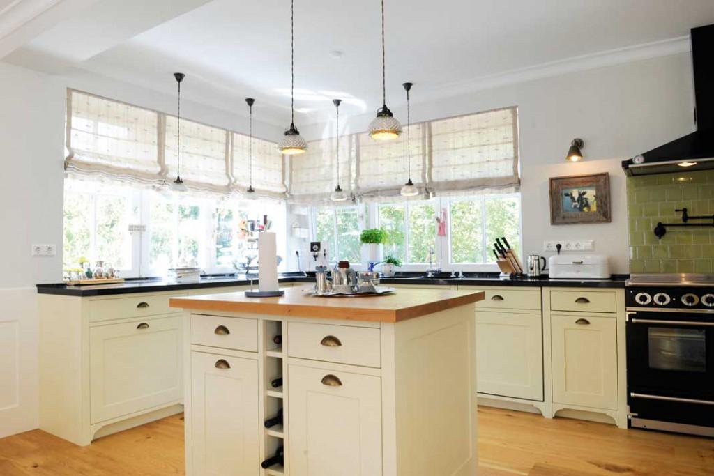 Die Küche liegt an der Nordwestecke des Hauses, für sie wurden die Eckfenster erheblich vergrößert.Fotos: Günter F. Kobiela
