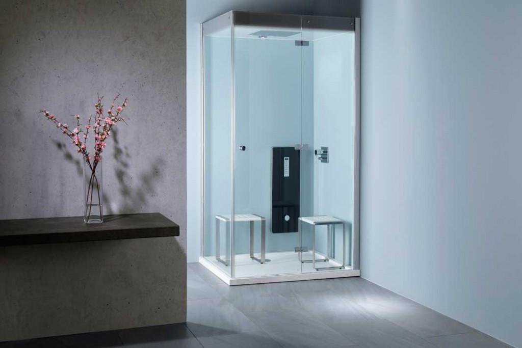 Lange fit bleiben und gesund leben steht im Vordergrund – auch im Bad 2015. So wird die Dusche zum Beispiel lieber gleich durch ein modernes Dampfbad mit Farblicht und anderen Raffinessen ersetzt. Foto: Repabad