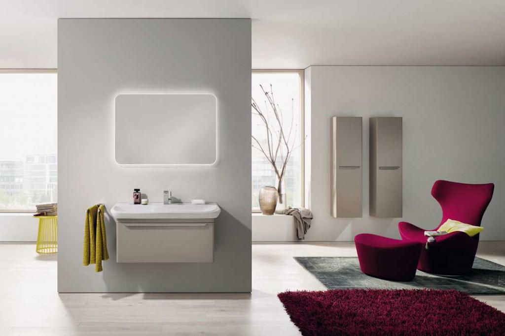 Die neue Wohnlichkeit: Teppiche, Sessel, Kissen und Pflanzen sind als ein Zeichen des Wunsches nach Behaglichkeit ins Bad eingezogen. Foto: Keramik