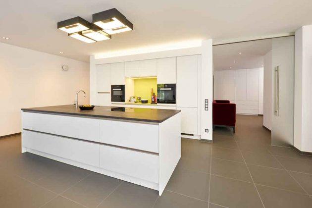 minimalistische, moderne Küche