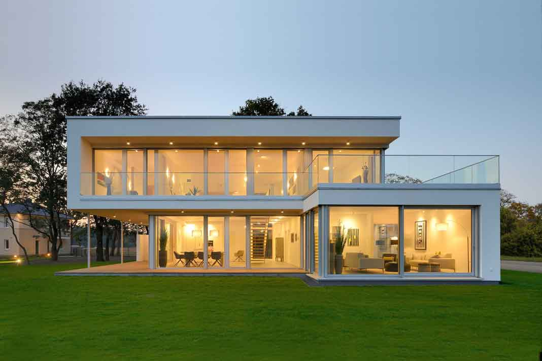 Kubushaus mit Panoramaverglasung