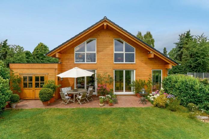 Holzhaus, lage im grünen und mit einem Blick in den Garten.