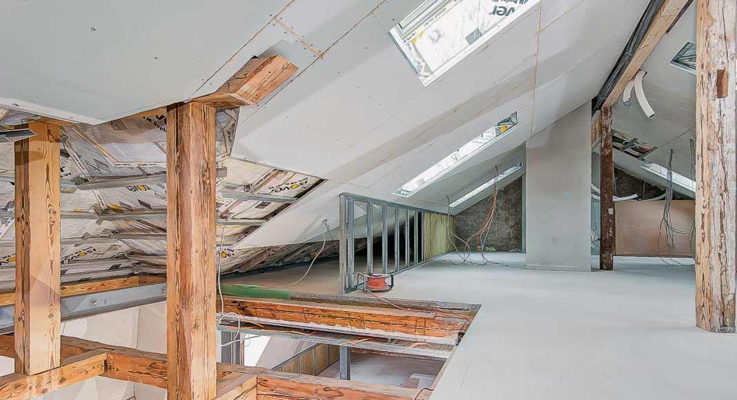 Beim gesamten Umbau war das Denkmalschutzamt involviert. Auch die hochgedämmten Eichenfenster entstanden in Absprache.