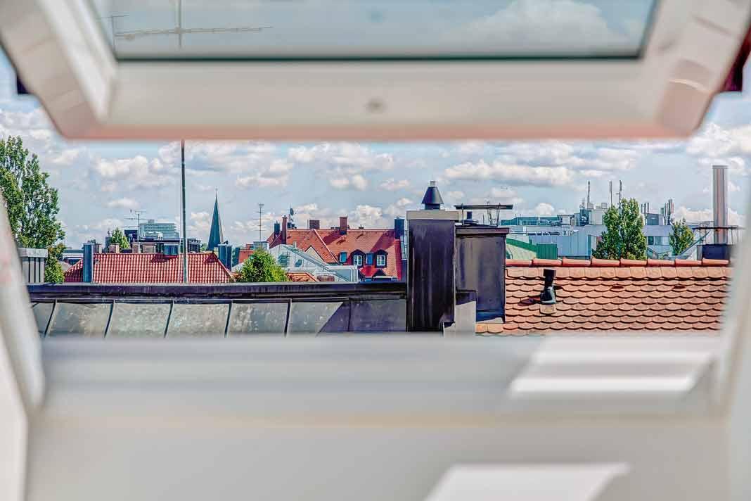 Elegantes Dachgeschoss über den Dächern von München.