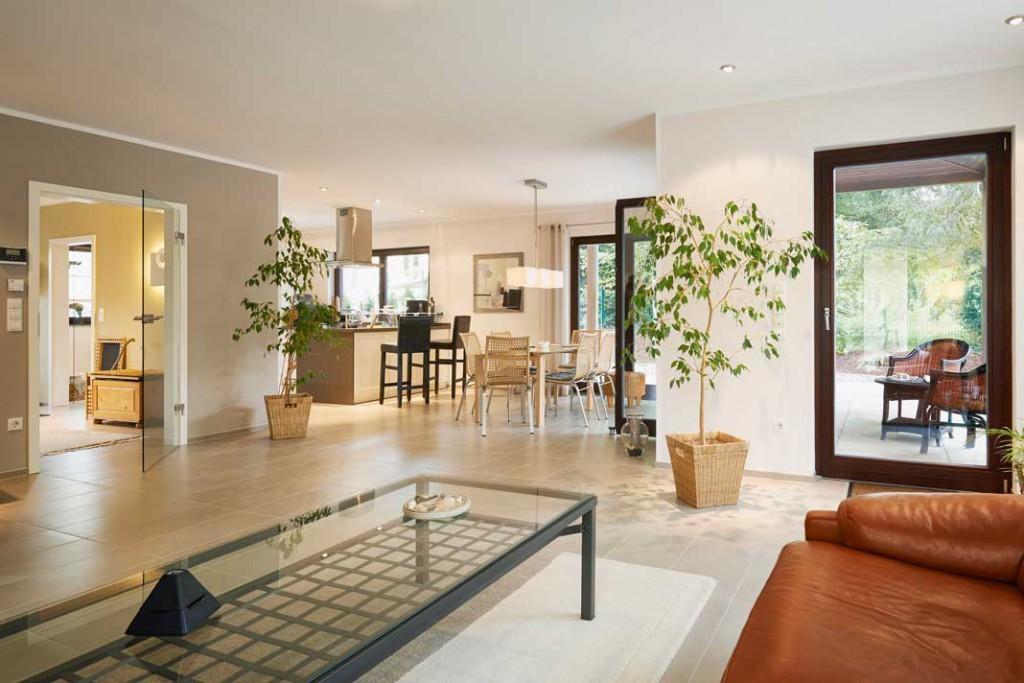 Die Wohnräume präsentieren sich offen, hell und großzügig.