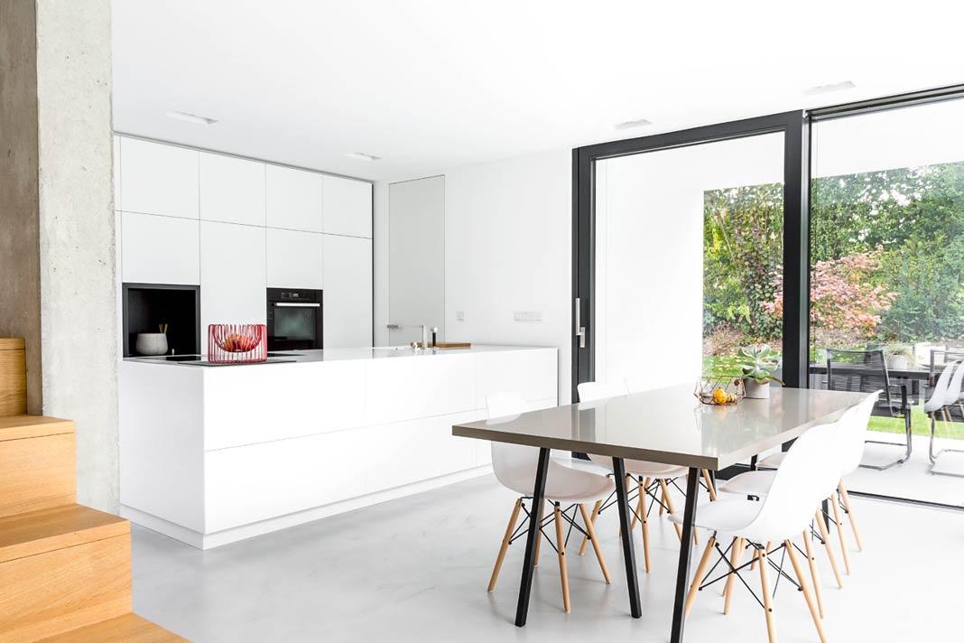 ((BU1)) Das Einfamilienhaus in Buch am Erlbach vereint moderne Architektur mit vorbildlichen Energiestandards. Foto: Leipfinger-Bader