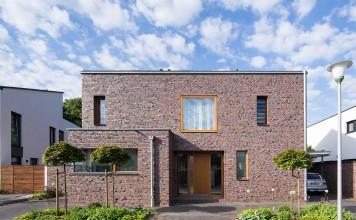 Der natürliche Luft- und Feuchtigkeitsaustausch schafft ein gesundes und natürliches Wohnklima – auch bei hundertprozentig dichten Fenstern und Türen.