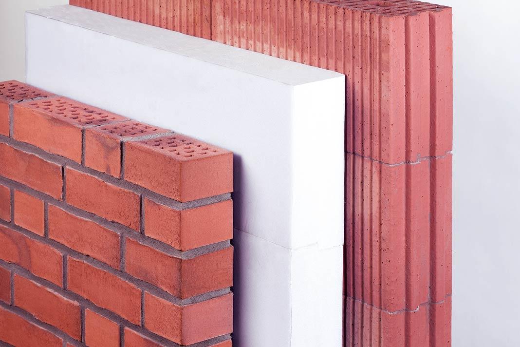 Die Vormauerschale aus Backstein ist die Fassade und schützt Hintermauer und Dämmschicht dauerhaft vor jeglichen Witterungs- und Umwelteinflüssen. Foto: Initiative Bauen mit Backstein