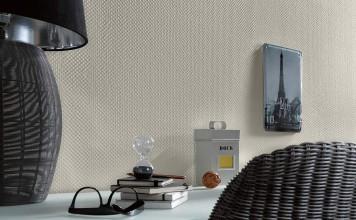 Papiertapete mit Prägung in Form einer geflochtenen Struktur.